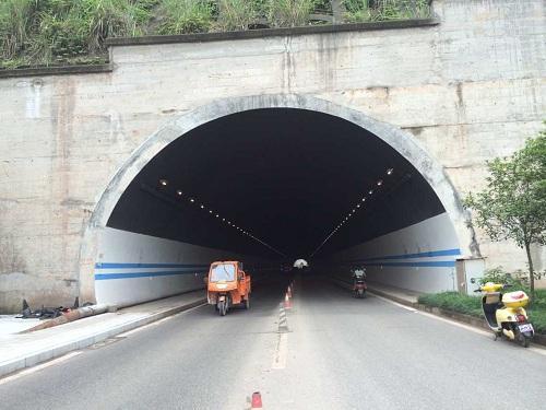 重庆石前高速公路白水隧道出口左洞至边界里程隧道贯通