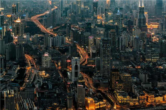 """上海闹市形似巨舰百年老建筑,游客争相去""""打卡"""""""
