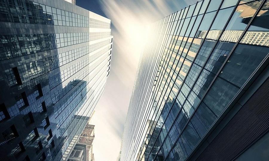 哪些行为会导致建筑资质降级?