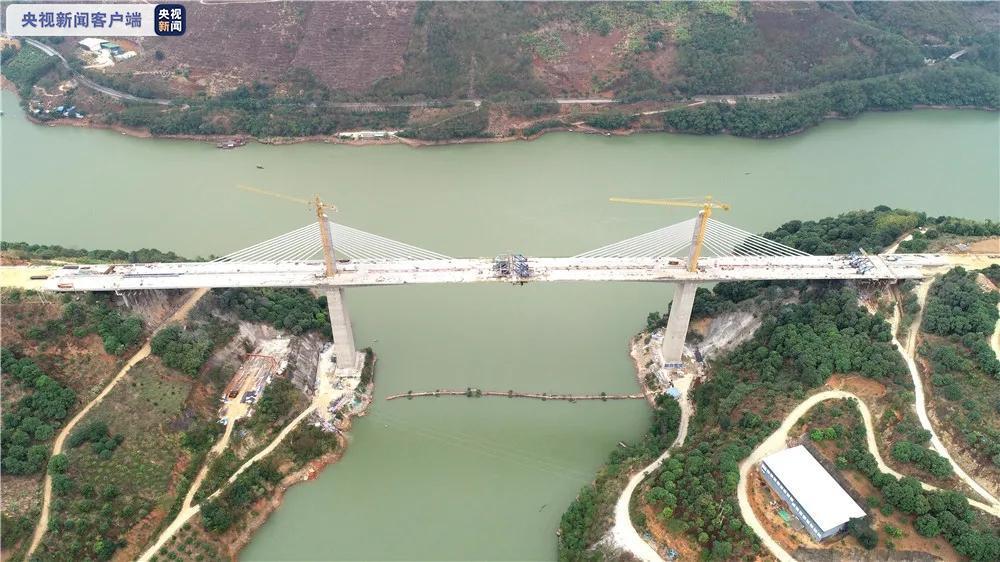 1500多天施工!云南元蔓高速公路浪滩坡特大桥实现顺利合龙