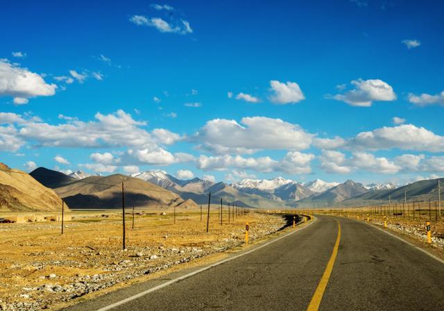 """新疆这条高原公路,拥有世界级的美景,号称""""最美边境走廊"""""""