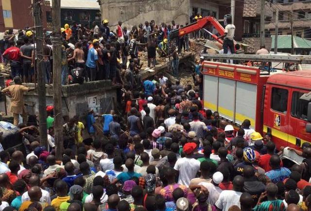 尼日利亚三层建筑倒塌100多人被埋!包括10名学生