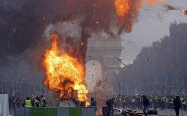 为防民众破坏历史建筑,法国政府商议派军队保护的可能性