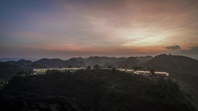 鹰岩崖居——自在平江野奢酒店 / 北京多向界建筑设计