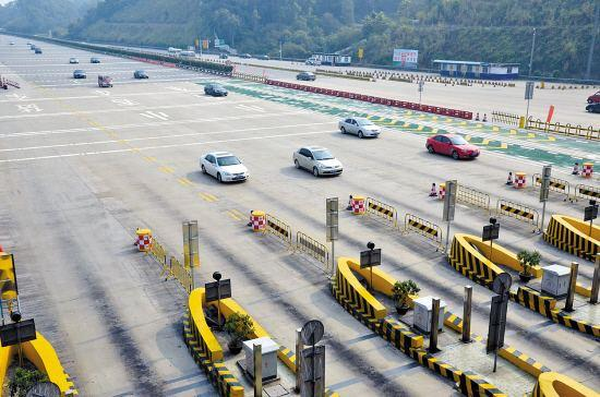 高速公路每年能带来数千亿元的收入,但仍在亏损。都到哪里去了?