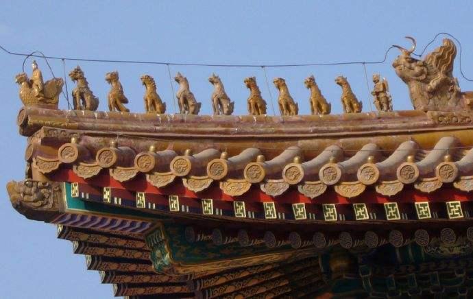 古代建筑屋顶上蹲着的是什么动物?