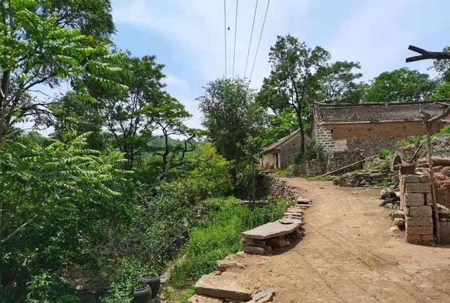 大山深处小山村依然保留的传统建筑文化