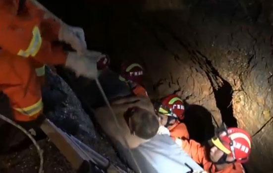 救援现场丨强降雨致工地塌方 工人被埋