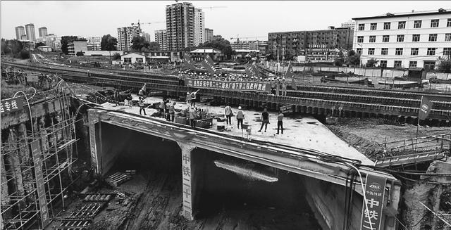 牡佳高铁全程最难下穿工程已顺利贯通