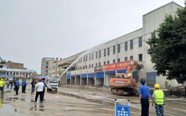 曲江城管拆除共2万余平方米违法建筑