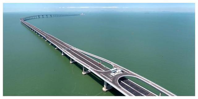大海那么深,跨海大桥的桥墩是怎么打下去的?看完佩服中国工程师