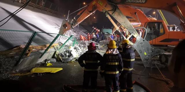 无锡跨桥坍塌事故:分秒间轰塌行驶车辆被压,事发时俩100吨大车驶过