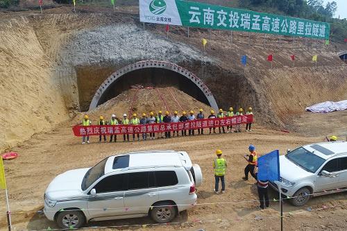 瑞孟高速又一隧道顺利进洞施工