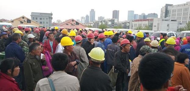 农民工欠薪主体责任应该由谁承担?恶意拖欠工资如何处理?